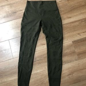 Lululemon pants size 8, never worn